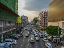 Calle principal de Rang?n, Myanmar imagen de archivo libre de regalías