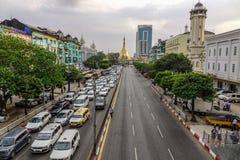 Calle principal de Rang?n, Myanmar imagenes de archivo