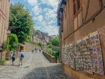 Calle principal del pueblo de Conques Imágenes de archivo libres de regalías
