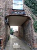 Calle principal del puente de Stamford con A166 que dirige hacia el este imagen de archivo