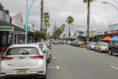 Calle principal en el soporte Maunganui, Nueva Zelanda imagen de archivo