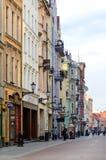Calle principal en Torun (Polonia) fotos de archivo