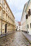 Calle principal típica con los edificios antiguos en Zagreb, Croacia Foto de archivo libre de regalías