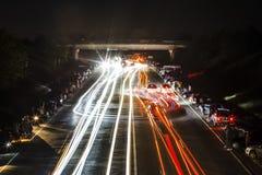 Calle que compite con en la noche imagen de archivo