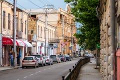 Calle regular del centro de ciudad de Kutaisi, Georgia Imagen de archivo libre de regalías