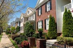Calle residencial de la vecindad Imagen de archivo libre de regalías