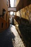 Calle romántica en Praga, República Checa imágenes de archivo libres de regalías