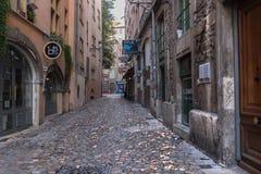 Calle secundaria en Lyon foto de archivo