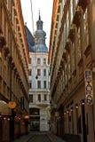 Calle secundaria en Viena vieja Fotografía de archivo libre de regalías