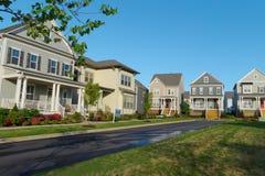 Calle suburbana de la vecindad foto de archivo