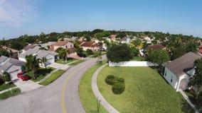 Calle suburbana en la antena de la Florida Imagen de archivo libre de regalías