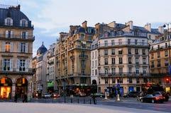 Calle típica de Parisien Fotos de archivo libres de regalías