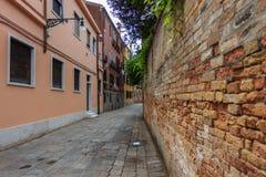 Calle típica de Venecia Fotografía de archivo libre de regalías