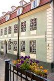 Calle típica en la Riga Foto de archivo libre de regalías