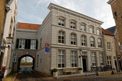 Calle típica en Ravenstein, los Países Bajos Foto de archivo