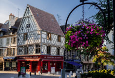 Calle típica Francia de Bourges Fotos de archivo