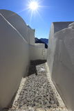 Calle típica y arquitectura en Santorini, Grecia Foto de archivo