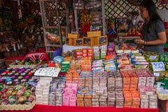 Calle tailandesa de las mercancías de la artesanía Foto de archivo libre de regalías