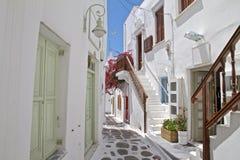 Calle trasera de la ciudad de Mykonos Foto de archivo libre de regalías
