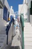 Calle trasera de la ciudad de Mykonos Imagen de archivo libre de regalías