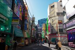 Calle trasera en Akihabara en Tokio, Japón Imagen de archivo libre de regalías