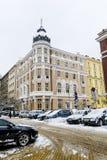 Calle urbana después de una tormenta de la nieve en Sofía Foto de archivo