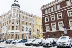 Calle urbana después de una tormenta de la nieve en Sofía Imagen de archivo libre de regalías