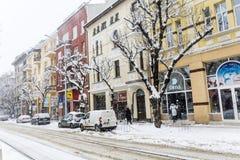 Calle urbana en una tormenta de la nieve Fotos de archivo libres de regalías
