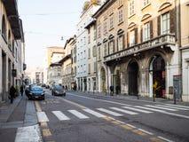 Calle vía Antonio Gramsci en la ciudad de Brescia imagen de archivo libre de regalías