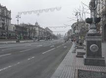Calle vacía de Khreshchatyk en Kyiv imagen de archivo