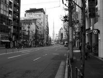 Calle vacía en blanco del negro de Japón foto de archivo