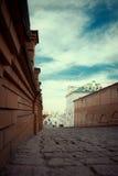 Calle vacía en ciudad vieja Foto de archivo