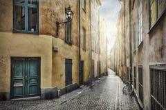 Calle vacía en la ciudad vieja de Estocolmo Fotografía de archivo