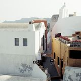Calle vacía en Santorini imagen de archivo