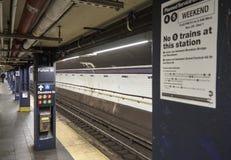 Calle vacía New York City del canal de la estación de metro imagenes de archivo