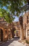 Calle veneciana del vilage de la ciudad de la colonia del leproso de la fortaleza de Spinalonga Imágenes de archivo libres de regalías