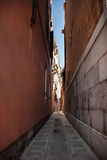 Calle veneciana - foto común Imagen de archivo libre de regalías