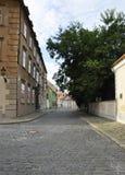 Calle vieja de la ciudad de Bratislava en Eslovaquia Fotos de archivo libres de regalías