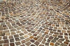 Calle vieja de la piedra del adoquín Fotos de archivo