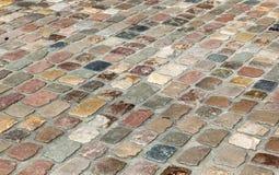 Calle vieja de la piedra del adoquín Fotos de archivo libres de regalías