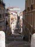 Calle vieja de Lisboa Imagenes de archivo