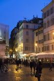 Calle vieja de Roma en la noche Fotos de archivo