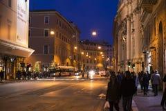 Calle vieja de Roma en la noche Fotografía de archivo