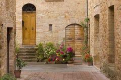 Calle vieja de Toscana Foto de archivo libre de regalías