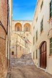 Calle vieja en Arta, Mallorca Foto de archivo libre de regalías