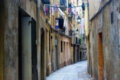 Calle vieja en Barcelona foto de archivo