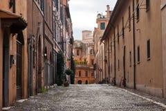 Calle vieja en Roma, Italia Imágenes de archivo libres de regalías