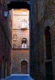 Calle vieja en Siena fotografía de archivo libre de regalías