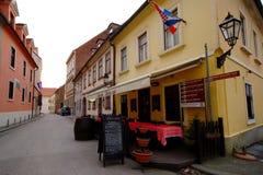 Calle vieja en Zagreb, Croacia fotos de archivo