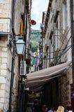 Calle vieja hermosa en la ciudad vieja de Dubrovnik Imagen de archivo libre de regalías